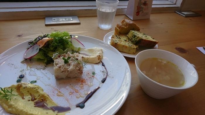 茅ヶ崎市にある「Pastel(パステル)」は、人気のケークサレ専門店。3種のケークサレと、メイン料理、スープ、季節のデザート、ハーブティ付きのランチが人気です。写真は、移転前のもの。食感も、しっかりしたものからソフトなものまでさまざまです。