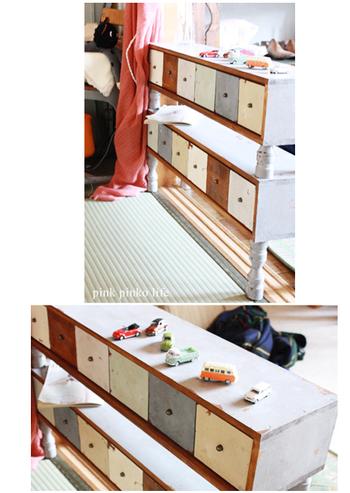 小さな引き出しを横に並べた可愛らしい棚です。細々としたおもちゃがたくさんあるときには、コンパクトな引き出しを使って収納するのがおすすめ。棚の上にお気に入りのおもちゃをディスプレイするとより素敵なインテリアになるでしょう♪