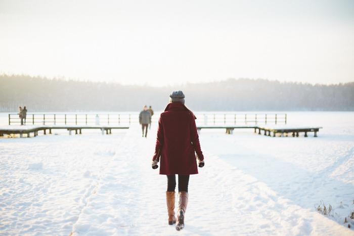 はかなくも美しい雪を、女性の一生になぞらえて表現している約140ページの中編小説です。読むだけではもったいないくらいに、音読をしたくなるような美しい言葉で文章が綴られています。作品に触れることによって透明な気持ちになれるようで、日常の小さな喜びを抱きしめたくなります。雪の降る日に全ての女性へ捧げたい一冊です。
