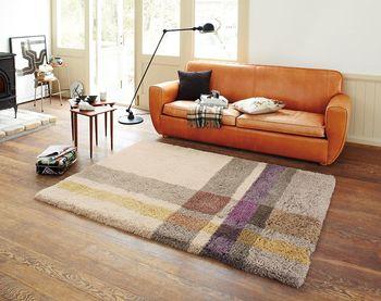 家族団らんのスペースに適したオレンジ。食事やお茶をする部屋にポイントで取り入れたいですね。