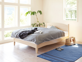 ブルーは、リラックスしたい場所に使うのがおすすめ。寝室のほか、書斎や勉強部屋などに適しています。  しかし、多用すると寒々しく寂しい印象を与えてしまう場合もあります。日当たりが悪い場所や寒い場所は避けましょう。