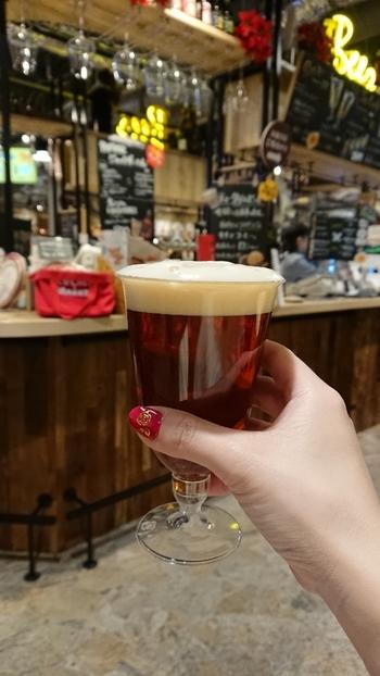 ソフトドリンクはもちろん、ビールやワインなど豊富なドリンクが揃うのもうれしい。大人数でわいわい訪れるのはもちろん、一人で少しだけ飲みたいというときにも使えます。