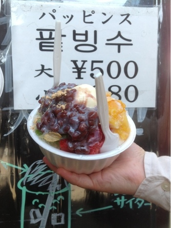 夏季には、韓国のかき氷「ハッピンス」も楽しめます。たっぷりトッピングが乗っているので、シェアしながら食べるのも楽しい。