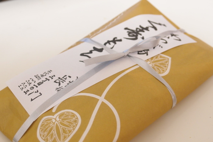 本蕨粉を使用したお餅は弾力があり、咽喉越し滑らか。春・秋・冬はそのまま、夏は冷蔵庫で15分ほど冷やすとより美味しくいただけます。