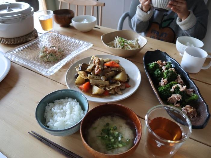 時には肩の力を抜いてもよいことにしている、と言うえはみさん。おかずが1品だけの日や、市販のお惣菜に頼る日もよしとすることで「料理=大変なもの」と思わずに、無理せず楽しく料理を続けられる…これも、毎日キッチンに立つ人にとってはとても大切な考え方です。 でも、お惣菜を出すときでも、少しレタスを添えたりお皿にこだわったりと、食卓を楽しいものにするための工夫は欠かさないと言います。楽しむための工夫を忘れないという姿勢こそが、お料理上手への近道かもしれません。