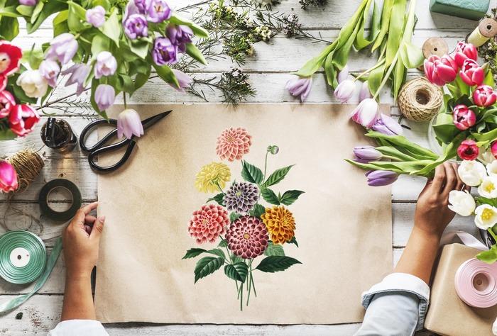 情報として蓄えてきた草花のさまざまな知識も、いざデッサンの一枚も描こうとするとちっとも役に立たないかもしれません。 でも、花束にするならどんな植物と相性がいいかを試したり、その花を題材にした音楽や文学に触れてみたりすることは、一見関わりがなさそうでも、意外な新しい発見をもたらしてくれる場合があります。ちょっと苦手だなと思うことでも、たまには思い切って飛び込んでみるのも経験のうち。気が付けば、学びのテーマはより深く豊かに掘り下げられているはずです。