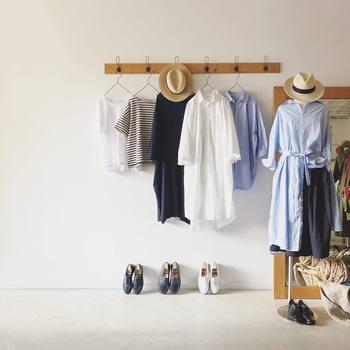 今回は、春先まで着回しのきく万能アイテムを5つピックアップし、それぞれの「冬コーデ」「春コーデ」の着こなしをご紹介していきます。ぜひお買い物やスタイリングの参考にしてみてくださいね。