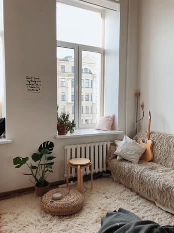 ひとり暮らしのお部屋。他の誰のためでもなく、自分が気持ちよく過ごすための空間として、満足のいくインテリアにしたいですよね。部屋数が少なくても、小さくても素敵な空間づくりにこだわりたい!今回は、そんな方に役立つアイデアをご紹介します。
