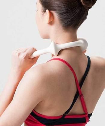 たたいてコリをとるだけでなく、足や首部などコリが気になる箇所に曲げて使用すれば、ツボ指圧が簡単にできます。