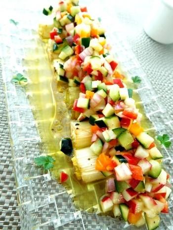 緑・赤・紫・オレンジなど、多色使いもポイント。食材を細かく切ることで、お皿の上に、繊細で上品な雰囲気を演出することができます。