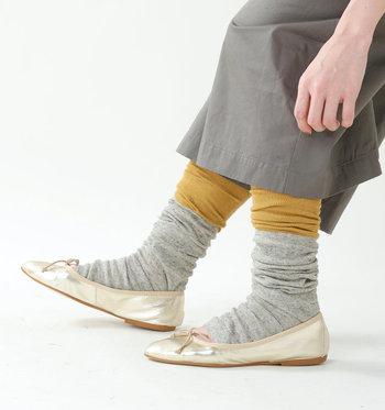手足兼用のタイプもおすすめです。靴下やタイツの上からくしゅっと履くことで、ポカポカ温まります。