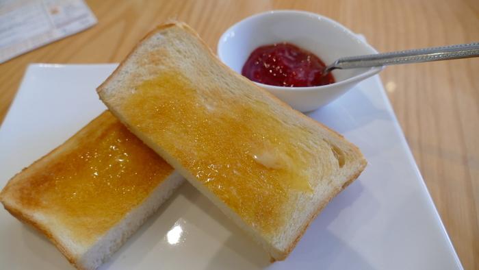パフェのあとお口直しに、ペリカンのトーストもおすすめ。甘いものが得意ではない方と訪れても満足してもらえるのではないでしょうか?