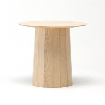 """オランダのデザイナーショルテン & バーイングスが手掛ける""""Color wood""""シリーズの特徴をそのまま生かしたサイドテーブル。 樽のような脚、15角形の天板、そして、何といっても、木調の美しさが際立ちます。"""