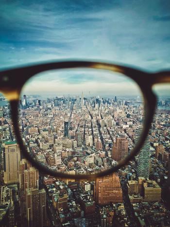 脳を活発に動かしていると、新しい情報に触れた時にも柔軟に対応できます。今までに得た知識や経験と摺り合わせることでさらに物事への理解が深まったり、多角的な判断力が身に付いたりして、視野を広げることにも繋がります。