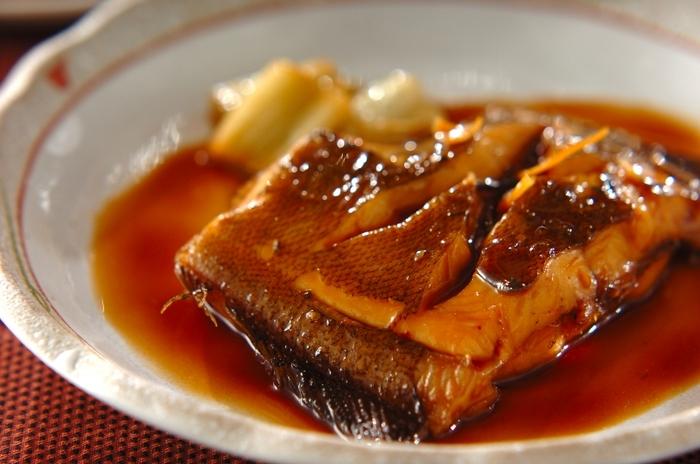 難しそうに思える煮つけですが、切り身を使うと案外、簡単にできあがります。煮汁をかけながら、煮詰めていくとしっかりと味が染み込みます。アツアツよりも、火を止めてからすこし馴染ませた方が美味しくなりますよ。