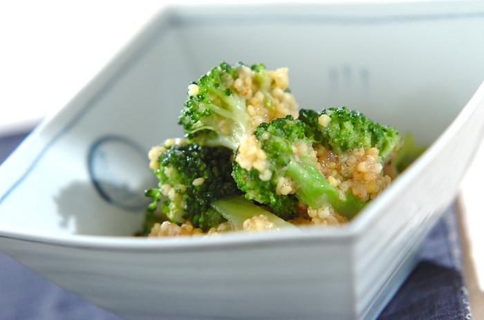 炊いたもちきびを、ブロッコリーと一緒にサラダにアレンジ。明太子のソースともちきびの食感がくせになります。イエローとグリーンのコントラストもきれい。