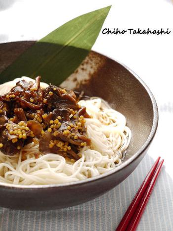 もちあわを佃煮にアレンジすれば、ごはんのお供としてはもちろん、素麺にトッピングしてもOK。舞茸との食感の違いも楽しめます。