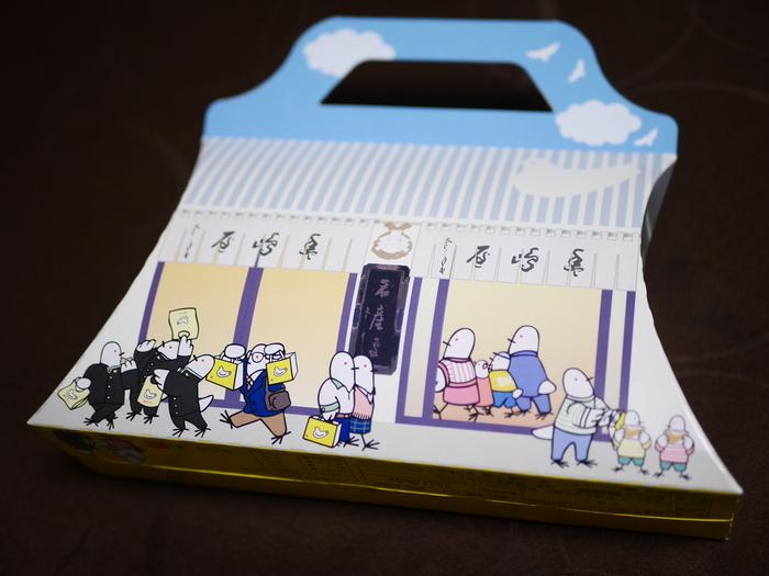 定番は外せないという方は、豊島屋本店の外観を描いた、鎌倉本店限定パッケージの「鳩サブレー5枚入り」がおすすめです。バターの味をしっかり感じるサクサクの鳩サブレーは、老若男女問わず人気で安定の美味しさです。
