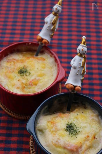 白菜も、ハムも、調理ばさみでカットしやすい食材。このように、グラタンを作ることもできますよ◎  白菜の甘味とクリーミーなホワイトソースは、心がほっこりする味わい。体も心もめてくれますよ。