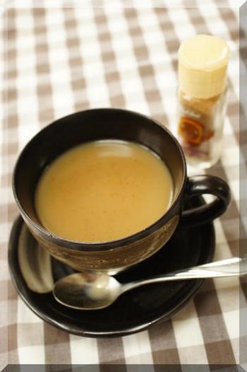 トースト用のスパイスをコーヒーにインすれば、それだけで香り豊かなフレーバーコーヒーに!たとえばシナモンシュガーを振りかければ、程良い甘さ広がるシナモンコーヒーの完成です。