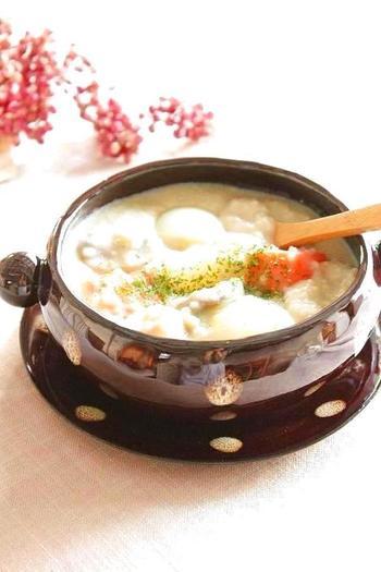 じゃがいも、にんじん、レンコンなど根菜をたっぷり使ったシチューにヒエを加えることで、栄養満点!味噌仕立てでクリーミーなおいしさです。
