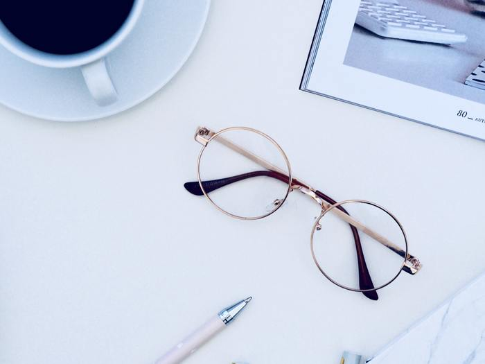 散らかりがちな眼鏡やサングラスもきちんと美しく収納しておけば、使いたいときにもさっと選ぶことができますね。人気ブロガーさんたちの眼鏡のおしゃれな収納アイデアを見せてもらいましょう。