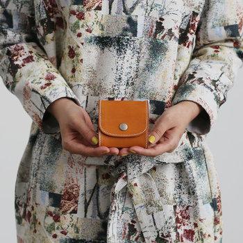 ●コンパクト財布のメリット ①ジャケットやボトムスのポケットに入れて身軽におでかけ ②ミニバッグにも入れやすい ③不要なものを溜めにくい
