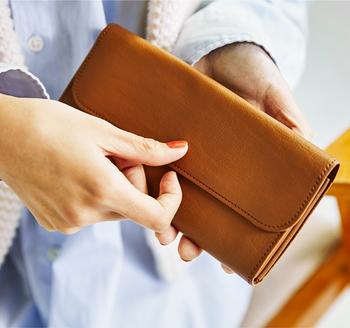 ■長財布のメリット ①収納力バツグン!カード類など整理整頓しやすい ②お札を折らずに入れられる ③見渡しやすいので出し入れ楽ちん