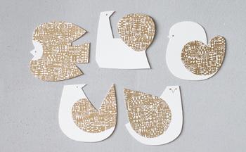 鳥さんの形をした、キュートなメッセージカード。鳥たちの澄ました表情がどこかユーモラスですね。