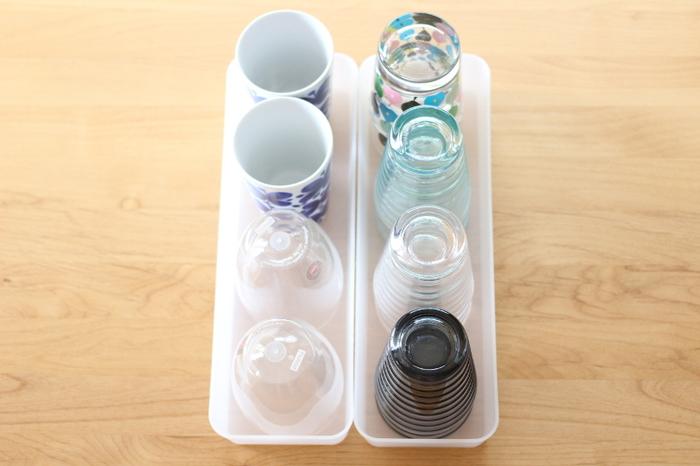 こちらのお宅では、小さめのコップや湯のみを並べて使っています。来客時は、収納ボックスごとテーブルに運べそうですね。使う場所を選ばないから、どんなものを入れるか考えるのも楽しいですね。