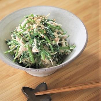 せりとエノキを柚子胡椒をプラスしたマヨネーズで和えたちょっぴり大人なレシピです。サクサク食感がたまらない一品です。