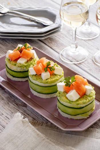 素敵なおうちディナー&ランチに、美しい盛り付けは欠かせません。コツを押さえて、ぜひ目にもごちそうな華やか料理を作ってみましょう。きっと味もよりおいしく感じるはずです。