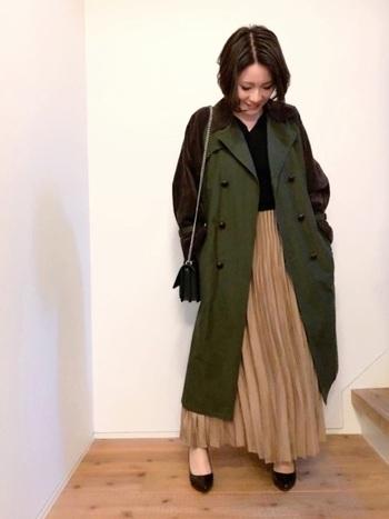 スカートと合わせてエレガントに、パーカーと合わせてカジュアルに。羽織りものとして優等生のカーキトレンチコーデを見ていきしょう。