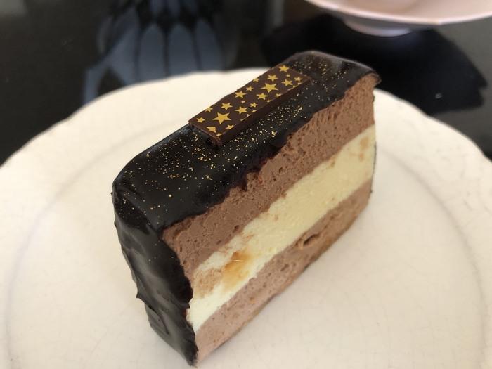 「クァルテット」 濃密なチョコレートの味わいを楽しめるカルテット。チョコレートケーキとして古くから知られるケーキですが、退屈させない味わいの豊かさに驚きます。