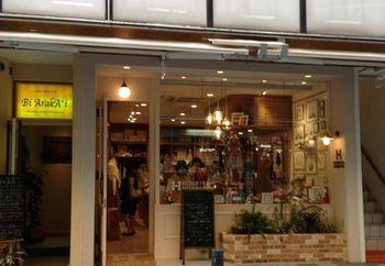 自由が丘駅より徒歩1分、上質でトレンド性が高く豊富な品揃えのお店です。