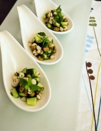フランスの定番のお惣菜「タブレ」は、本来クスクスですが、ハトムギで代用したレシピです。緑豆、きゅうり、セロリなど、目にも鮮やかなグリーンの爽やかな前菜です。