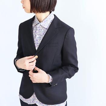いつも仕事用でしかジャケットを使っていないという方は、ぜひオフスタイルでも活用してみてください。ほど良いきちんと感を与える、女性らしい着こなしが楽しめますよ♪