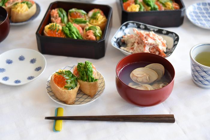 ひな祭りの食べ物には、古くから伝わる伝統的な物や、季節を意識した旬の食材などが使われています。それぞれの由来や意味を知って、より美味しく楽しみましょう。