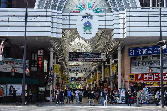 商店街には鹿児島グルメのお店や居酒屋もたくさんあり、ランチ、夜ごはんにもぴったり。  今回は、ご飯ではなく、別腹スイーツのお店をピックアップ。だんとつ人気の老舗をとりあげます。