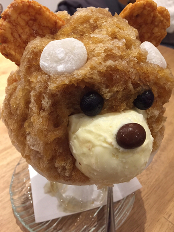 """こちらは西郷さんの犬の名前""""つん""""をイメージしてつくられた「つん白熊」。茶色の部分はほうじ茶味だそうです。  白熊の創作スイーツも美味しそうで、見逃せませんね。"""