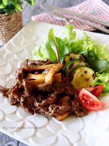バルサミコ酢やオイスターソースなどを使ったソースは、複雑に味が混ざり合って、お肉を一層美味しくしてくれます。ソースは煮詰めて酸味が飛ぶので、酸味が苦手な方でも食べやすいですよ。