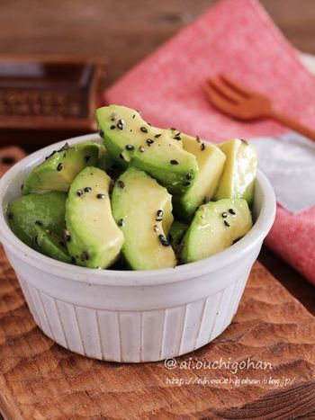 液体塩こうじは旨味をキープするので、和え物などの冷たい副菜にもおすすめ。あっという間の3分で作れますが、味を馴染ませると旨味が増します。