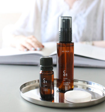アロマ専門店「@aroma(アットアロマ)」が作る、こだわりのエアミスト。豊富な香りの種類で、気分によって選べるのも楽しみの一つ。空気環境を整えたり、すっきり爽快な気分に導いたりと、機能性も充実しています。