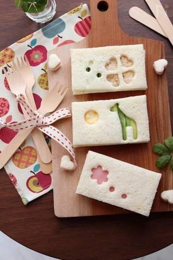 種類が違う型抜きをいくつか使って作る型抜きサンドイッチ。間に挟む具材によって色がかわります。緑色のきりんに白いよつばのクローバーなど、「あれ?本当のきりんの色は何色だっけ?」と子どもと盛り上がりながら楽しく食卓を囲むことができますね。  型抜きをしてくり抜いたパンも、もちろんサンドイッチにして楽しんでください。同じ型抜きのパンではさんで間にはジャムやはちみつなど。甘いサンドイッチも箸休めになりますね。