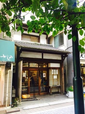 1950年創業、どらやきが名物の「うさぎや」。上野、日本橋、阿佐ヶ谷と3店舗ありますが、ルーツは同じながらも現在は個別のお店として構えており、味もそれぞれ微妙に異なるんだとか。