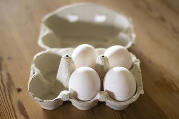 卵も柔らかく、型抜きがしやすい食材です。でも、ゆで卵の場合は形が丸いので大きな型抜きは向きません。大きな型を使いたい場合は、卵焼きにしてから型抜きしましょう。
