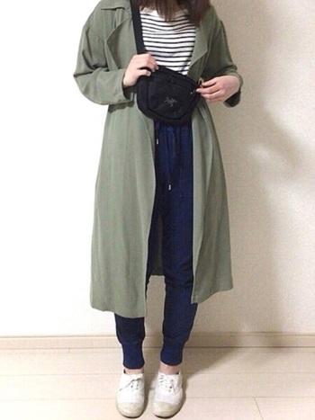 ジョーゼット素材を使った軽やかなトレンチコートです。さらりとしているので、とても優しい雰囲気になります。パンツと合わせればカジュアルに、すらりとしたスカートやワンピースを合わせればエレガントにも着こなせます。