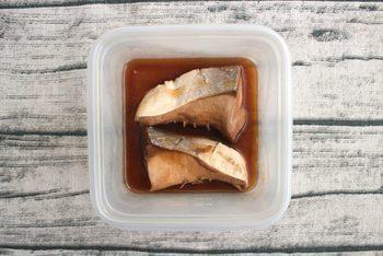 煮魚も、電子レンジでたった3分の簡単調理。相性のいいポン酢とめんつゆを合わせて調味しています(冷蔵4日)。