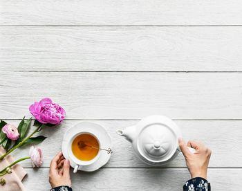 生活に取り入れやすいハーブティや中国茶。家事や仕事の合間に、ぜひ美味しくいただきましょう♪ 春は「ジャスミン茶」や「薔薇茶」といった花茶が、気持ちを巡らせリフレッシュできてオススメです。また「菊花(きっか)茶」は、目の不調に効果が期待できるお茶と言われています。