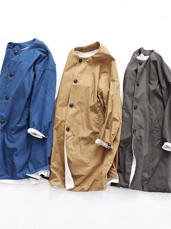 バサッと羽織えるスプリングコートは、気温に合わせて脱ぎ着がしやすいお役立ちアイテム。シンプルなデザインを選べば、どんな洋服にも合わせやすくて便利ですよ。 また、くるくると小さく丸めてバッグに収納できるストールも持っておくと便利なアイテムです。